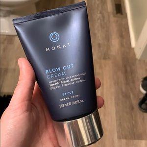 Monat blow out cream